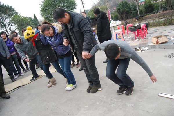 在公司工会的组织下,公司全体在钱湖景区陶公岛举行了烧烤活动,活动中